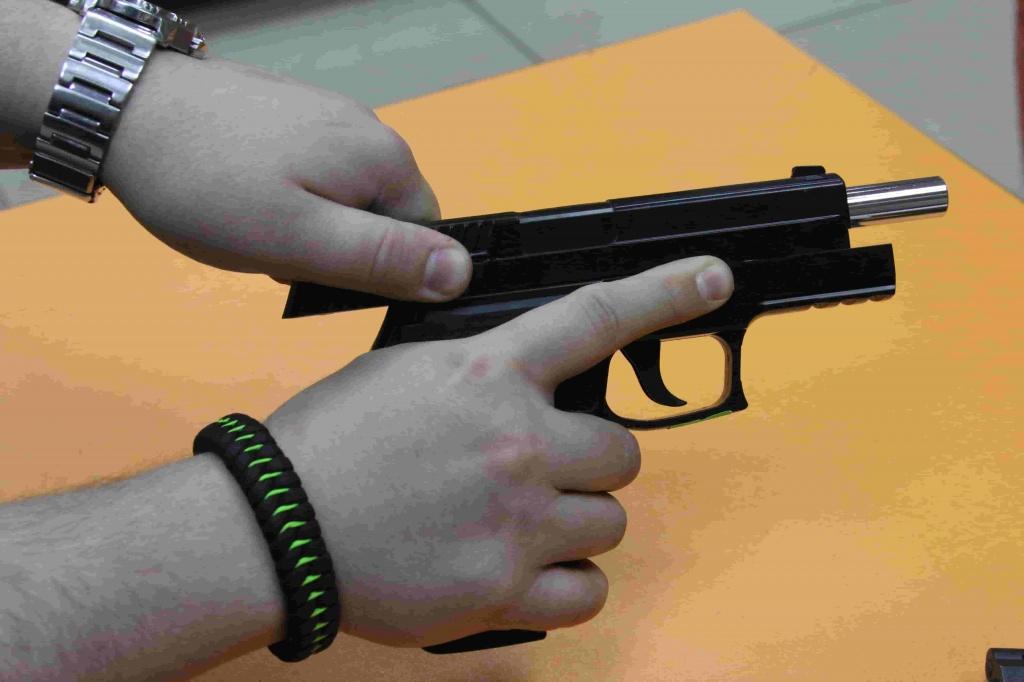 Взвод спрингового пистолета изображение